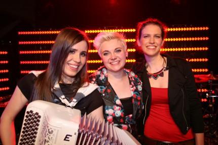 Wildcard-2014-Elaiza-The-Winners-On-Stage-430x286